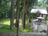 三峯神社の境内