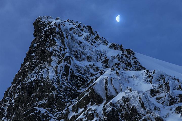 140422 岩峰と月