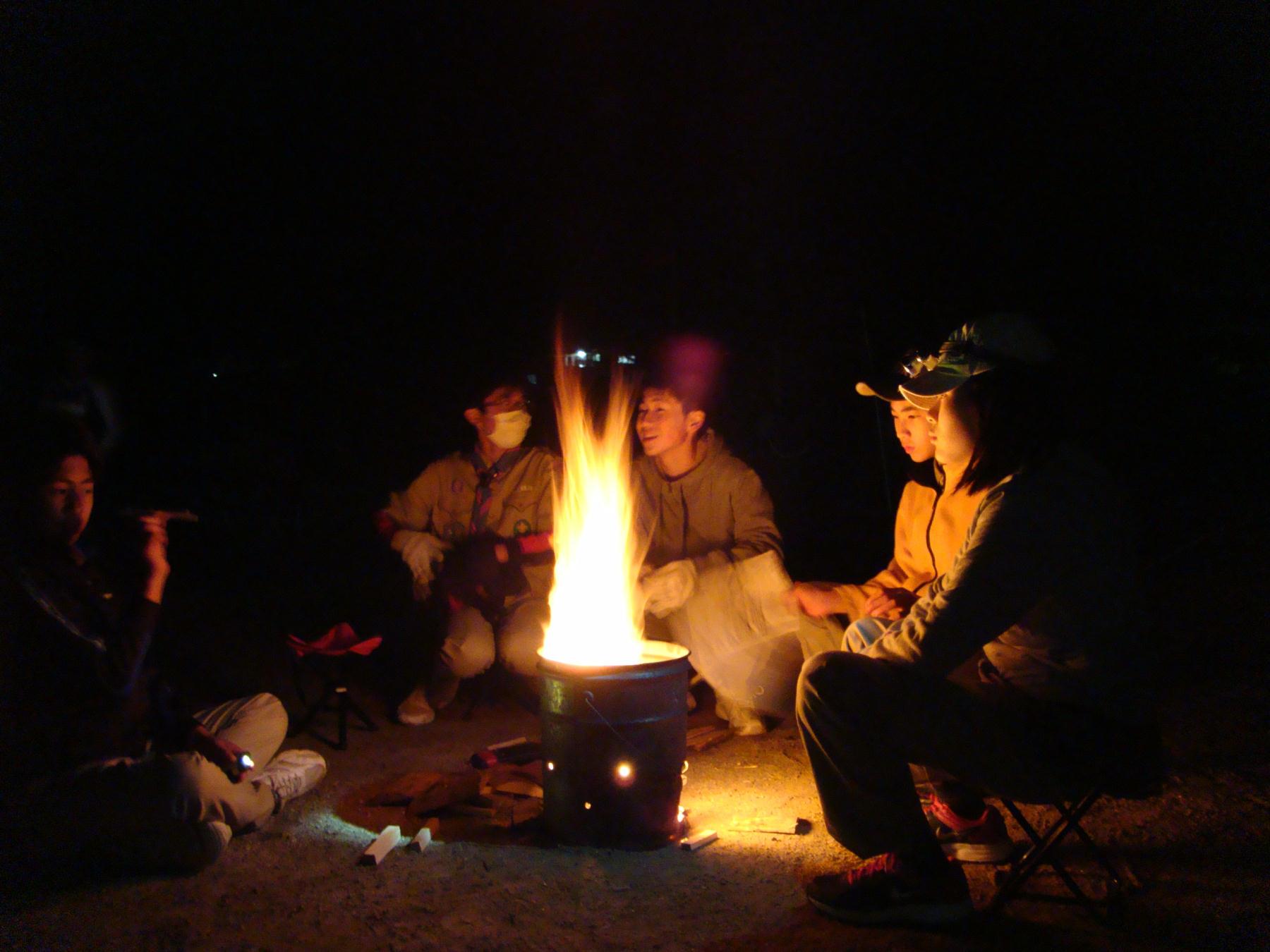 キャンプファイア