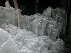 青だる氷の散歩道ライトアップ