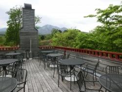 山のレストランのテラス