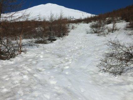 04、いつもの砂利道が今は雪道