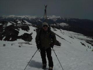05 いつもの稜線で穂高をバックに記念撮影