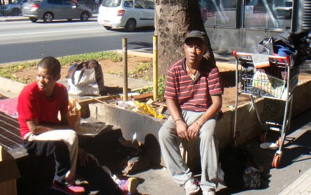聖市の金融街のひとつのパウリスタ大通りの路上生活者 五月三十一日