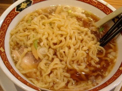 大安食堂・醤油ラーメン 麺
