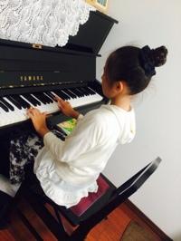 ピアノの練習♪