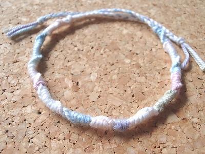 パステルグラデーションの輪結びミサンガ