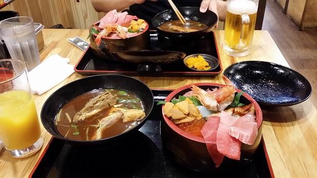大阪海鮮丼と赤だし