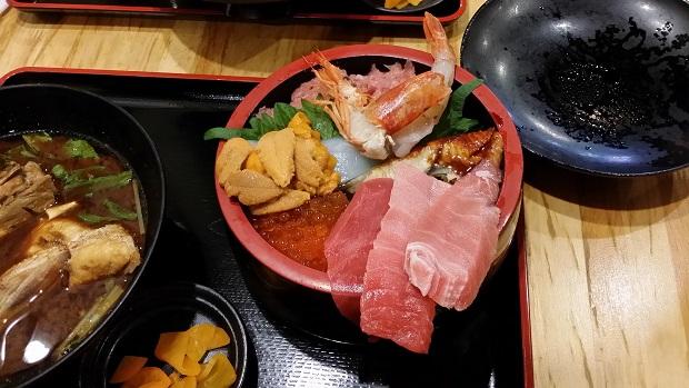 大阪海鮮丼アップ