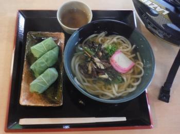 山菜うどんと柿の葉寿司