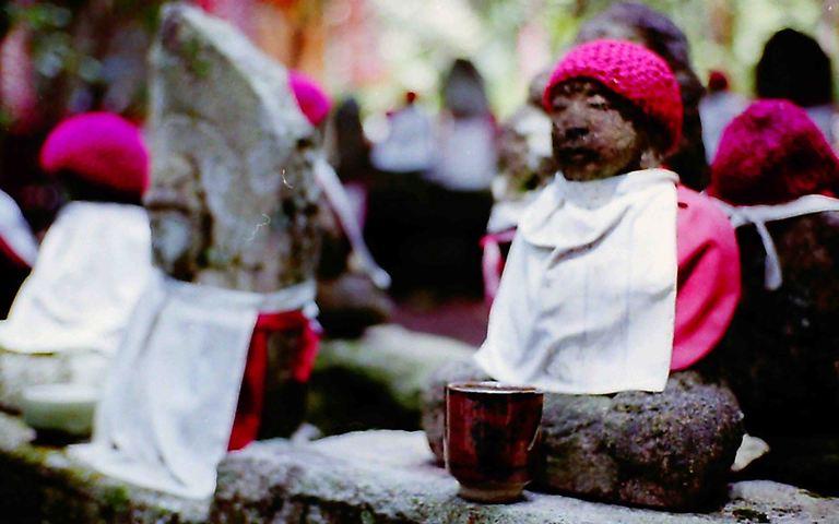 石像の湯飲み茶碗
