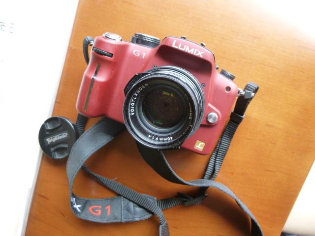 初のミラーレスカメラ