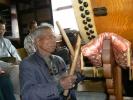 大太鼓で唱題する聖徒