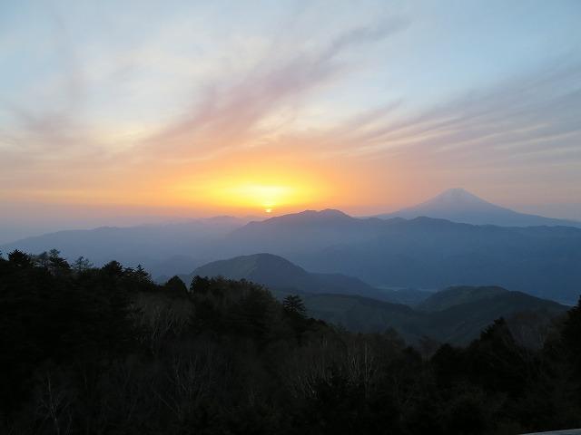 七面山より頂く富士山のご来光