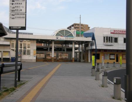 名鉄半田駅前
