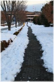 140209E 111歩道の雪
