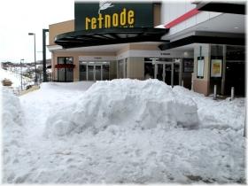 140215G 021駅前雪の車
