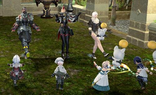 庭で踊る集団