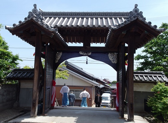 140504顕正寺山門-2