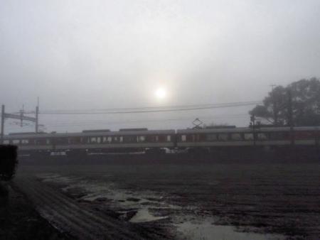 霧の朝 022