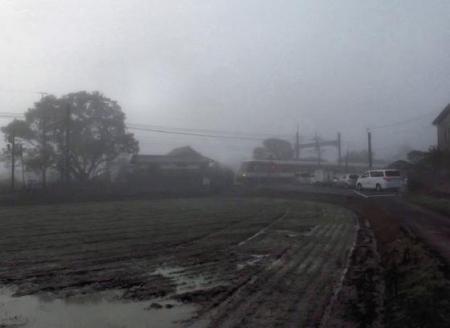霧の朝 021