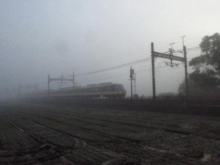 霧の朝 020
