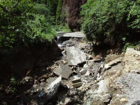 林道決壊い20130912143244be0s