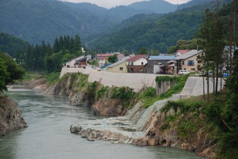 横田地区の護岸工事