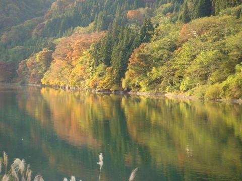 秋の只見川