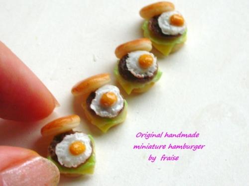 目玉焼きハンバーガー4