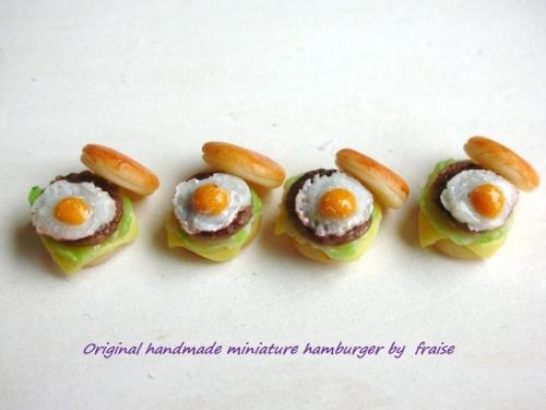目玉焼きハンバーガー1