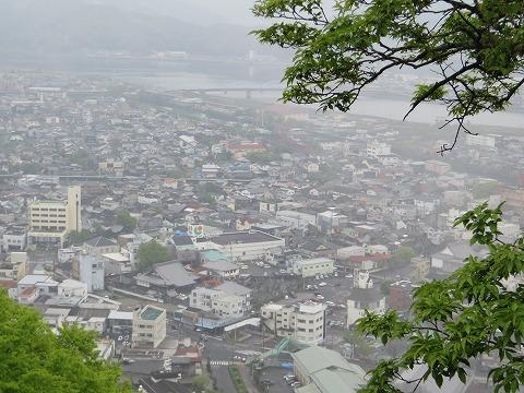 城山から望む佐伯市街