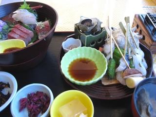 館山炙り海鮮丼 - 「海の駅 伊土だいぼ」にて