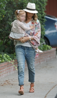 jessica-alba-coh-jeans.jpg