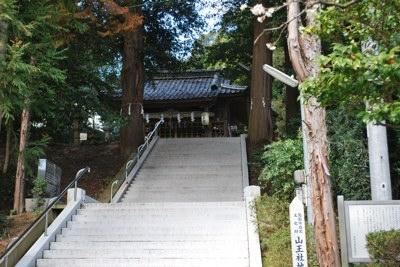 山王さん社と階段
