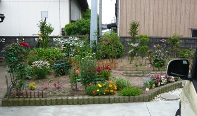 母の庭真正面