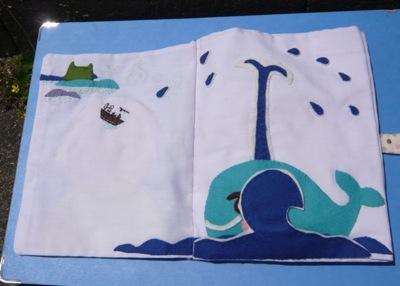 だあれだ クジラと波