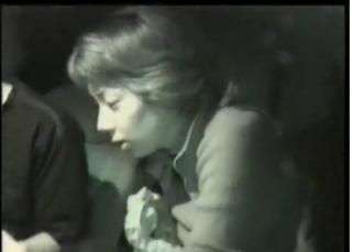 [盗撮]深夜に止めた車の中で彼氏のチンポコをくわえている美人OL! カーセックスです。