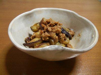 茄子の肉味噌炒めin金海州浜形茶碗写し