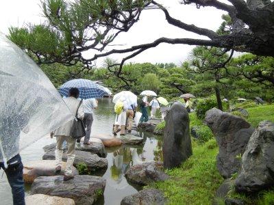 小雨降る中、清澄白河の研修