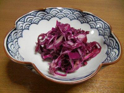 紫キャベツ酢漬けin三川内焼鉢