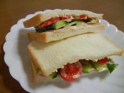 トマト・サンドイッチ