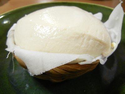 ざる豆腐on総織部皿