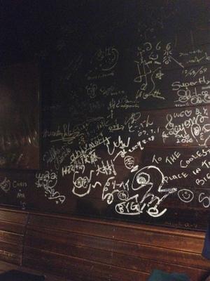 壁の落書きはあの頃のまま