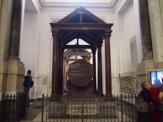 カテドラル墓