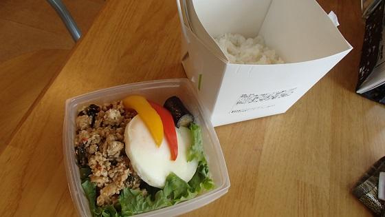 鶏バジルご飯 (3)