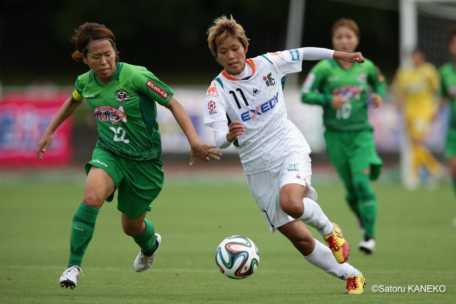 前半、ドリブルする、伊賀FC・小川