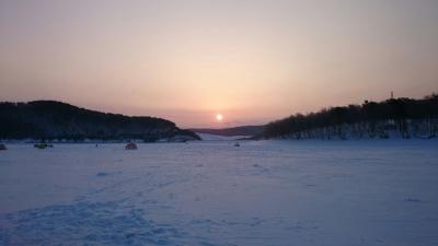 岩同湖、朝