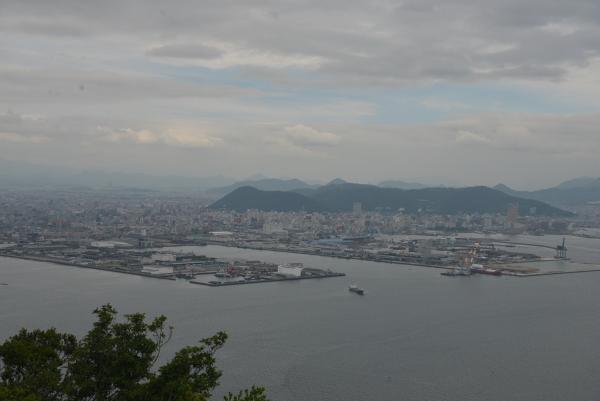 24遊鶴亭からの高松港