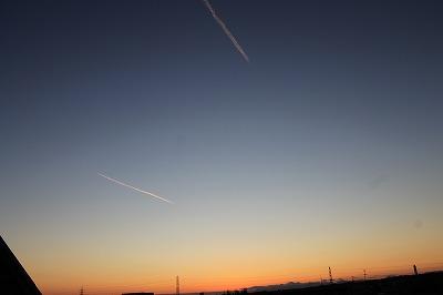 染まる飛行機雲 (3)